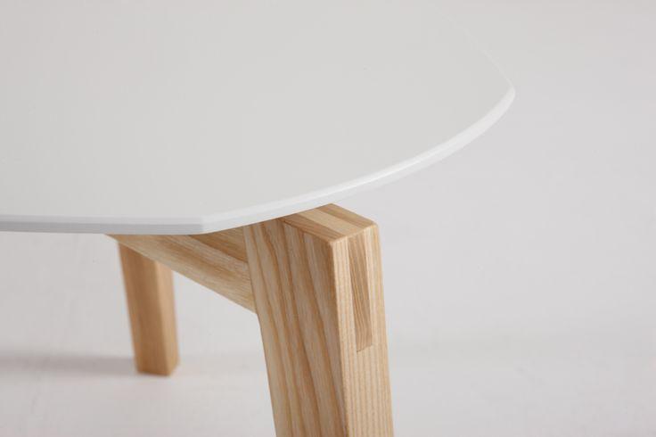 Beistelltisch, Design - Detail der Holzverbindung auf http://shop.ellenbergerdesign.de