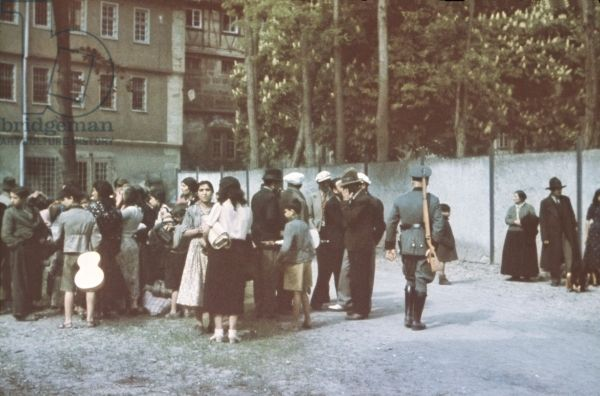 Deportation of Sinti and Roma, 22nd May 1940 (photo). Sinti in the courtyard of Hohenasperg prison prior to being deported to concentration camps in Poland.