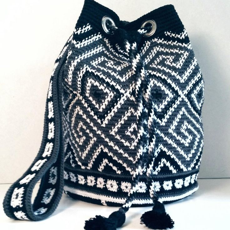 Four Corners Tote - Colorado Crochet pattern. Find this pattern and more bag inspiration at LoveCrochet.Com!