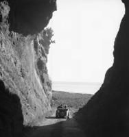 Azoren, 1930er Jahre Joachim Krack/Timeline Images #Schlucht #Aussicht #Ausflug #Sommer #Berge #Oldtimer