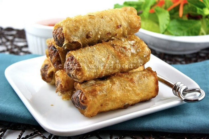 cha gio - vietnamese fried spring rolls with rice paper #yum. These are made with pork and are delicious.