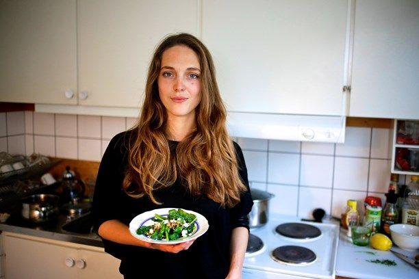 Emma Kolback är en av personerna bakom Dubbel Dubbel-restaurangerna i Göteborg och Malmö. Hon gjorde härliga smårätter i Meny i P1. Foto: Tomas Tengby/Sveriges Radio