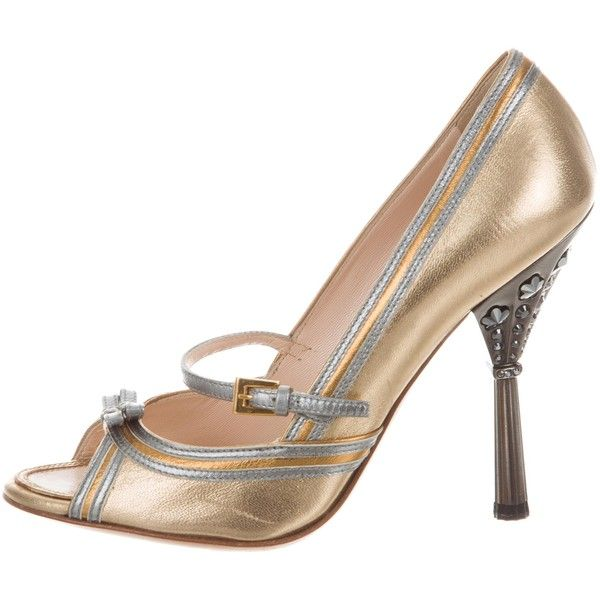 Pre-owned Prada Embellished Metallic Pumps (405 BRL) ❤ liked on Polyvore featuring shoes, pumps, gold, peep-toe shoes, peep toe shoes, peep-toe pumps, metallic pumps and leather peep toe pumps