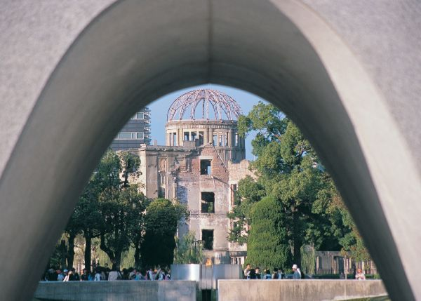 an analysis of the context behind the bombings of hiroshima and nagasaki 6 august 1945: an atomic bomb is dropped on hiroshima  why were they  dropped on the particular targets, hiroshima and nagasaki.