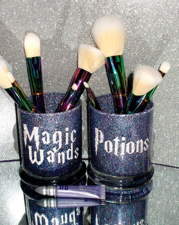 2PC Harry Potter Wand & Potions Makeup Brush Holder Set - YOU CUSTOMIZE! #MakeupBrushesSet | Cricut Projects! | Diy makeup brush, Makeup containers, Makeup ...