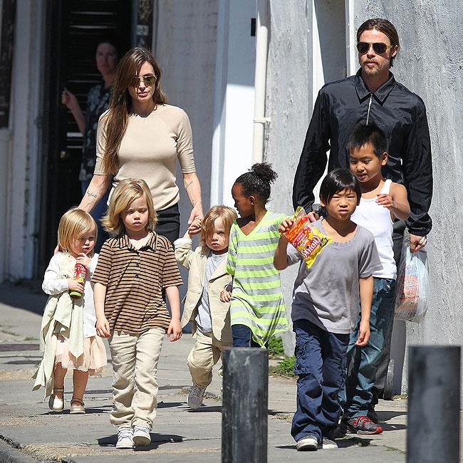 Shiloh Jolie-Pitt, Zahara Jolie-Pitt, Maddox Jolie-Pitt, Vivienne Marcheline Jolie-Pitt, Knox Leon Jolie-Pitt, Pax Thien Jolie-Pitt