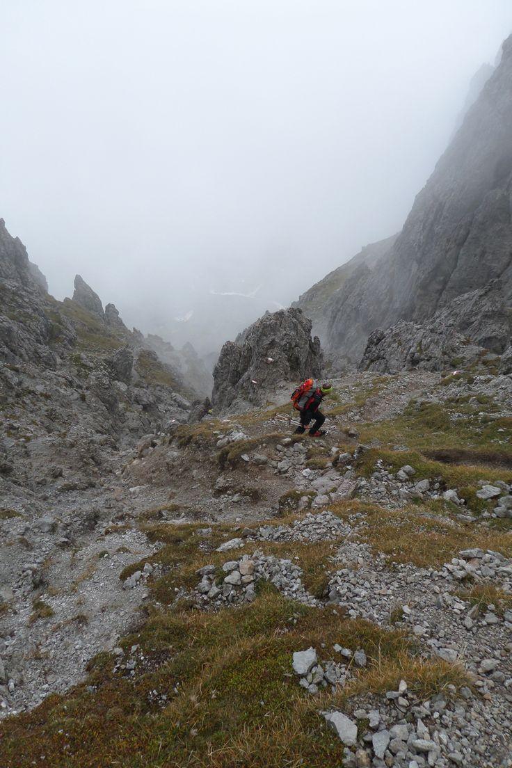 Die Schwierigkeit des Königsjodlers liegt in der Länge und der Höhe des Klettersteigs. Dieser Herausforderung stellt sich das Team vom Ausrüster #Klettershop mit Vergnügen. #Klettersteig #Outdoor #Alpen