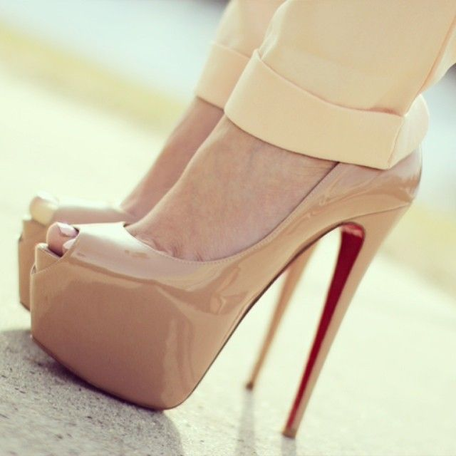 Nude Christian Louboutin Pumps