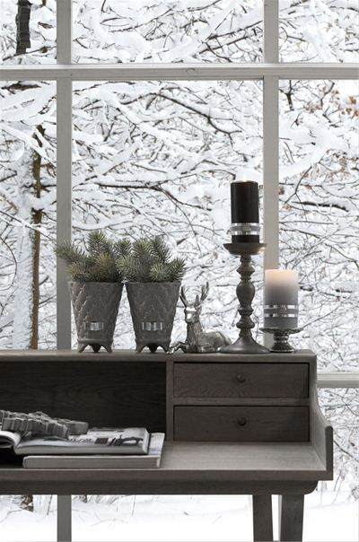 pretty desk display overlooking snow covered trees