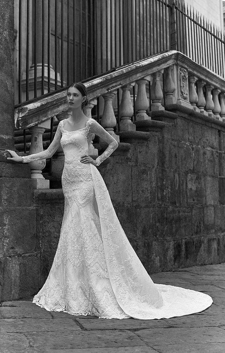 Gli abiti da sposa della collezione l'Oro di Napoli disegnata da Enzo Miccio e la Maison Signore. Scopri di più su www.maisonsignore.it
