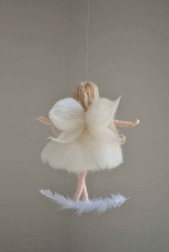 Hada blanca Felted muñeca lana ornamento: Hadas en la pluma