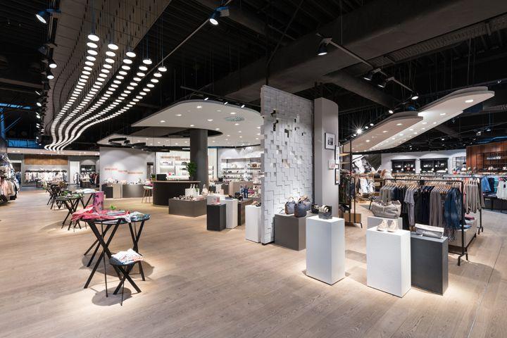 Интерьер магазина модной одежды: смешение стилей, торжество вкуса