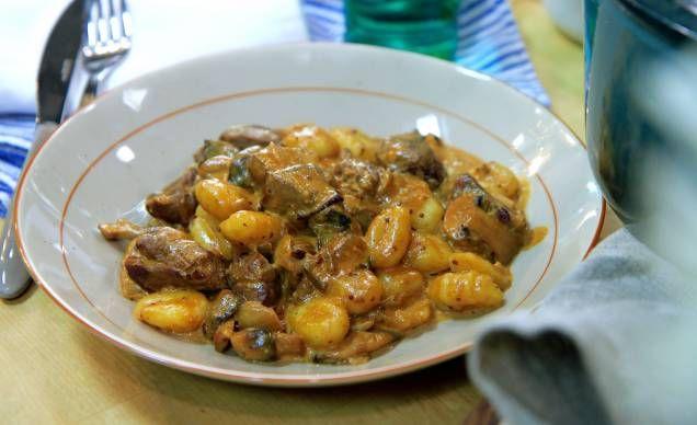 Plocka fram 700g viltkött och gör härlig gnocchi med viltragu. Recept av Donal Skehan!