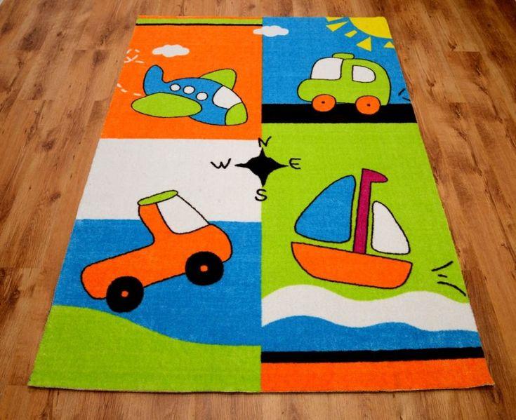 Zielony dywan dla chłopca z autkiem i samolotem