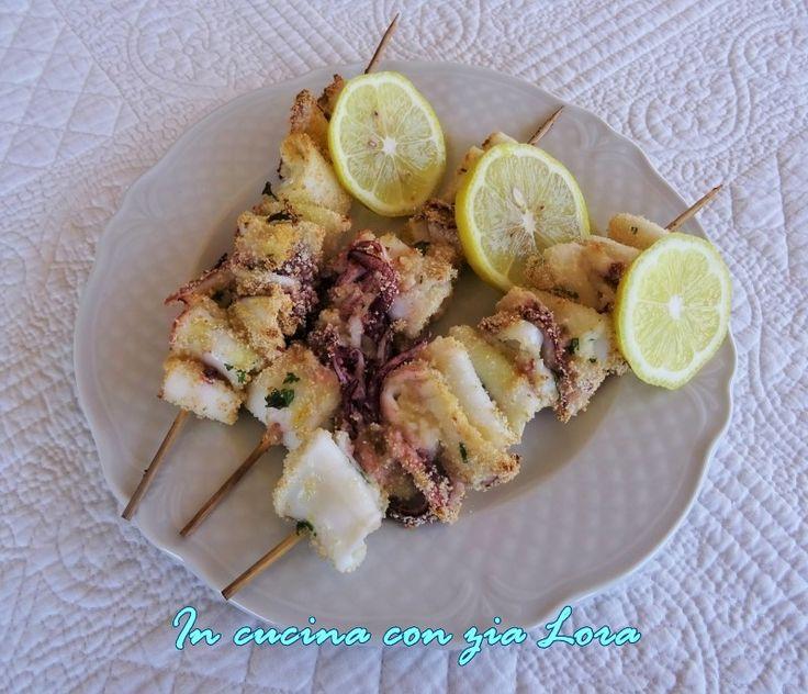 Le cose semplici e buone come gli spiedini di calamari freschi risolvono bene il problema del pranzo o della cena. Veloci da preparare ...