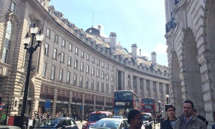 Need holiday tips to London? This article picks five essential tips, every tourist should know.