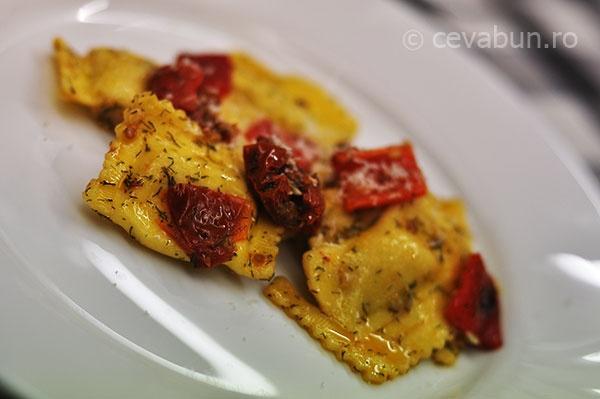 Ravioli cu branza + rosii uscate + ardei copt = Love