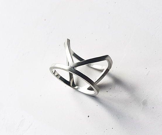 Двойное кольцо с одной галочкой