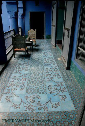 20 beste idee n over blauwe tegels op pinterest groene badkamertegels blauwe badkamertegels - Imitatie cement tegels ...