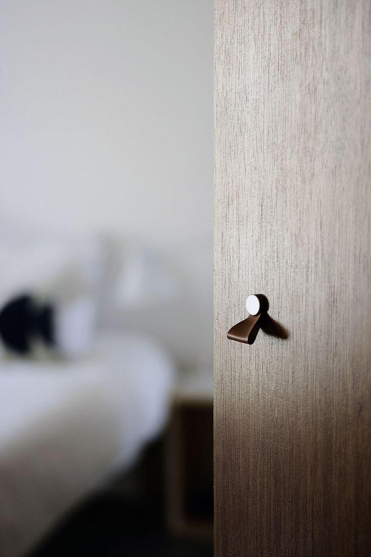 bertrand guillon architecture - architecte - marseille - appartement - rénovation - intérieur - interiordesign - placard - poignée - détail - cuir