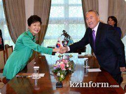 Астана - 20 июня /KZinform/. Президент Казахстана Нурсултан Назарбаев провел переговоры с Президентом Южной Кореи Пак Кын Хе, в ходе которых стороны обозначили основные направления развития межгосударственных отношений на ближайшее будущее, сообщила 19 июня пресс-службы Акорды.