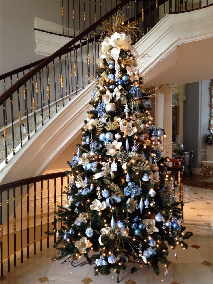 elegant blue christmas tree decorating ideas photo4 - Simple But Elegant Christmas Tree Decorations