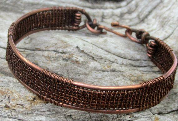 Un alambre a mano envuelta pulsera cobre el brazalete tejido