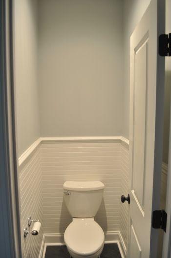 Half tiled wall in powder bath