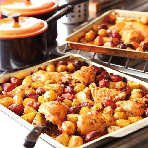 Nigella Lawson: Spaanse kip met chorizo en aardappelen, uit het kookboek 'Keuken' van Nigella Lawson. Kijk voor de bereidingswijze op okokorecepten.nl.