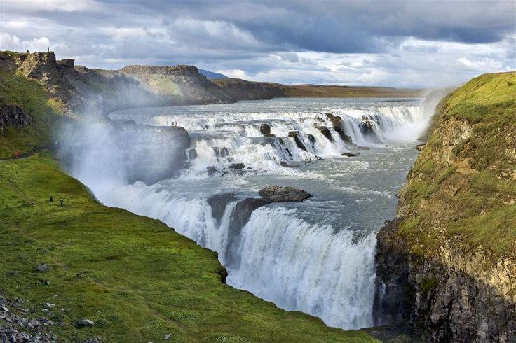 Gullfoss - ISLANDIA  Esta cascada forma parte del denominado Triángulo Dorado, junto con la zona de Geysir y el Parque Nacional Thingvellir