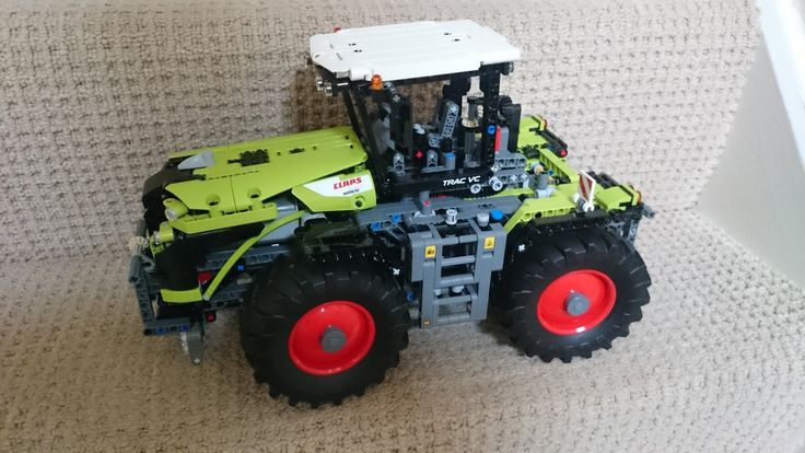 Wanna play a little game with Claas Lego. #lego #claas #toy #model #equipment #agricultural #tractor @CLAAS_Italia