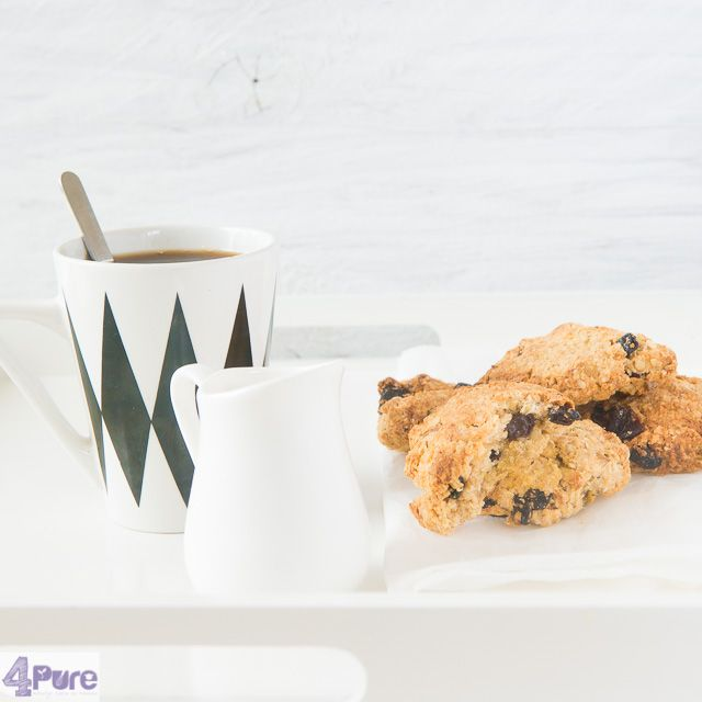 Oatmeal raisin cookies -  English recipe - Crispy oatmeal raisin cookies. Definitely a good recipe, where you don't add additional sugar. You get all crunchy biscuits that are at delicious taste.