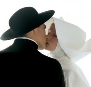 "Oliviero Toscani , ""Kissing Nun"""