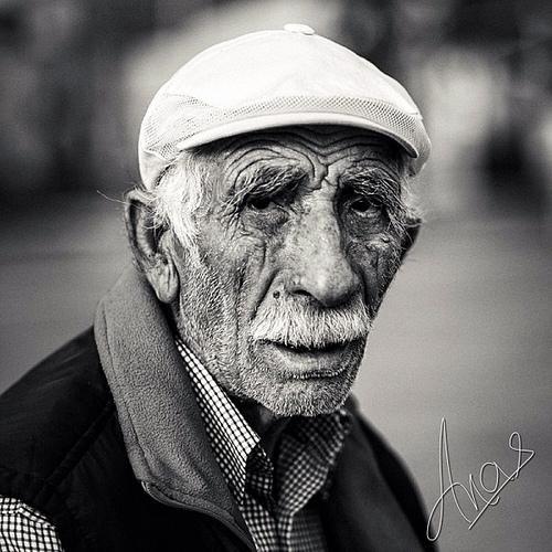 """""""Bir eski şarkı, bir eski bahar, bir bildik deniz... Vakit, nisan sonunda bir akşam."""" Turgut Uyar F: Anas Akkawi #istanlook"""