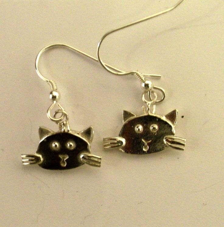 Meiow these #silver #Cat earrings are so cute! Actually WOW! has 3 different faces of #cats like this from Penny Wiliams - see them on www.thewowgallery.co.uk