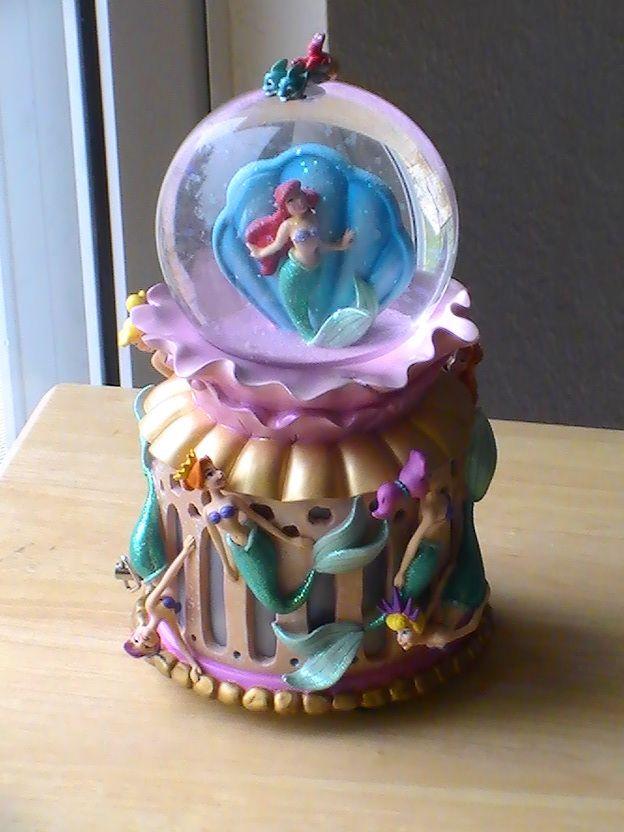 1988 Disney Little Mermaid Ariel Under the Sea Concert Snowglobe