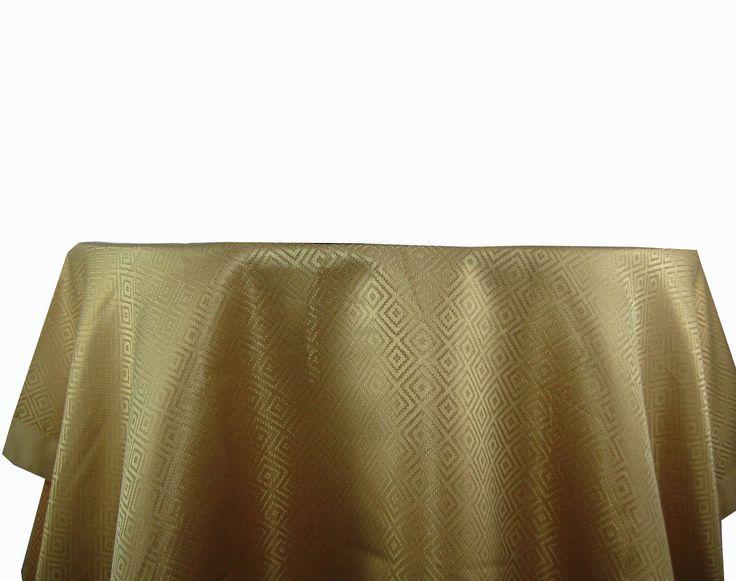 Copritavolo damasco oro - Collezione Barocco by Maravica Copritavolo damasco oro Perfetto per vestire la casa per un'occasione elegante o nel periodo natalizio.