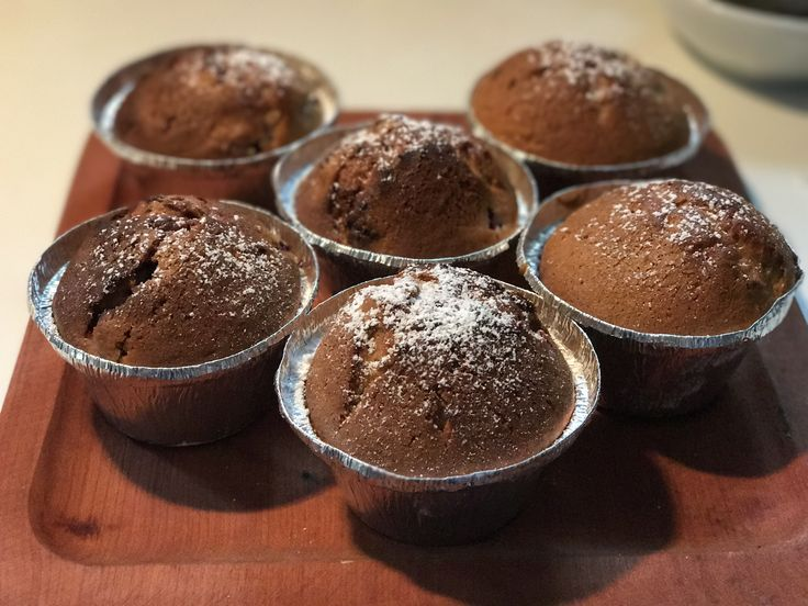 Muffins de Frambuesas.  Receta:  3:2:1 ( huevo, harina, azúcar)  2 cdts royal 2 cdts vainilla  3/4 aceite  Frambuesas a gusto