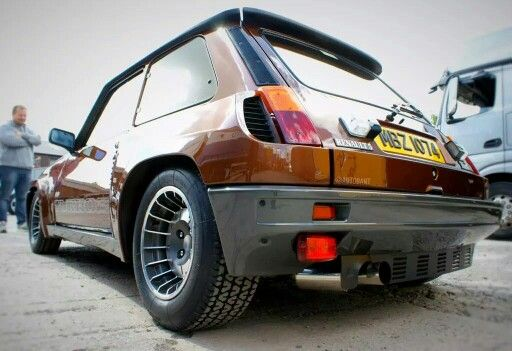Cool Renault 5 Turbo 2
