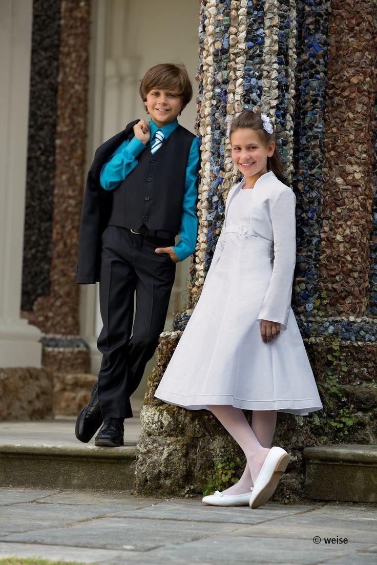 Seht ihr schick aus! Bian Corella Kommunionkleid und Junior Anzug von Weise.