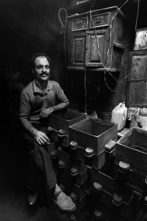 Magnum Photos-Ara Guler TURKEY. Istanbul. Iron worker. 1987.