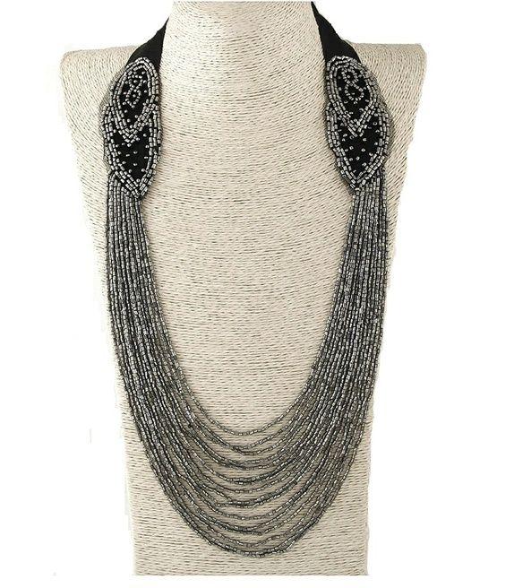 Perlet kjede i grått og svart