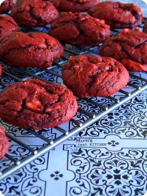 Cream Cheese Swirled Red Velvet Cookies recipe on myrecipemagic.com. #redvelvet #creamcheese