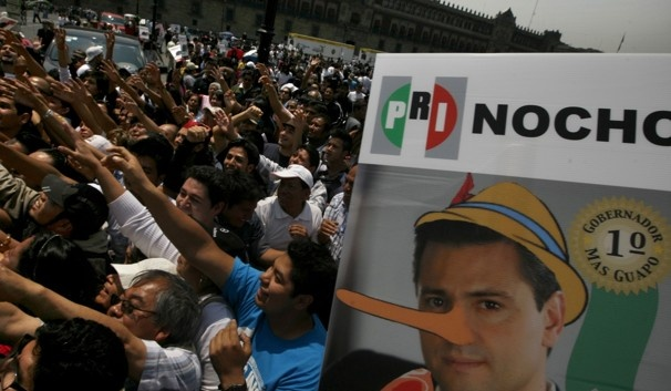 La estatura de Enrique Peña Nieto:los ciudadanos lo minimizan las fotos lo magnifican..ES MAS CHAPARRO QUE CALDERÓN | DemocraciaYa