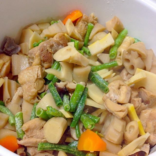 筑前煮とも言います。 根もの野菜と、鶏胸肉で甘辛く味付けします。 (^ω^) - 38件のもぐもぐ - がめ煮〜 by カフェアジアン