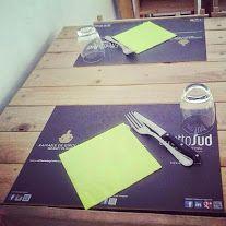 Manuela Lenoci SPAGHETTI D'ITALIA Il cibo che unisce. Solo nei ristoranti alla moda. EAT ON IT. Il cibo unisce persone, popoli, culture. Le trovate nei ristoranti più cool della città di Monopoli, che per tutta l'Estate serviranno le portate su queste tovagliette di carta personalizzate. Trovaci, scatta una foto con il tuo piatto preferito e condividila sui social network  con EAT ON IT e con l'hashtag #effettosud ! Ovvio nn dimenticare di Registrarti nel locale in cui ci trovi!!!!!!