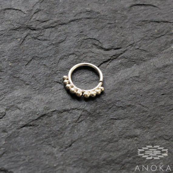 A sfera in argento piercing del setto piercing anello al