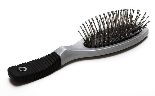 pulire le spazzole per i capelli