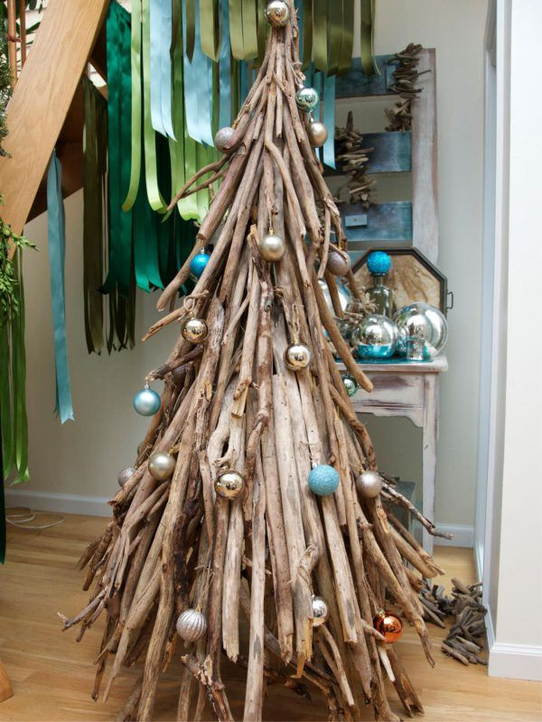 Albero di Natale decorazioni e idee da copiare rami secchi rustico palline argento azzurro nastri raso verde celeste