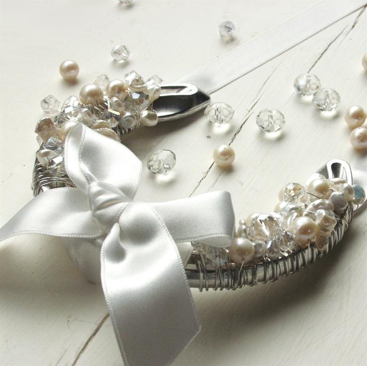 #wedding #bridal #horseshoe #lucky #goodluck #bridalshower #gift #keepsake #modern #bouquet